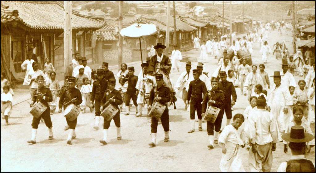 A KOREAN DRUM & BUGLE CORPS ESCORTS THE GRAND-MASTER OF THE EMPEROR'S ROYAL STABLES THROUGH SEOUL in 1903