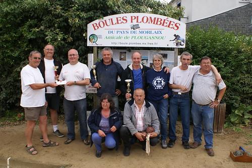 18/07/2015 - Primel Trégastel (Plougasnou) : Les finalistes du concours de boules plombées en tripletttes formées avec la remise du chèque à la SNSM