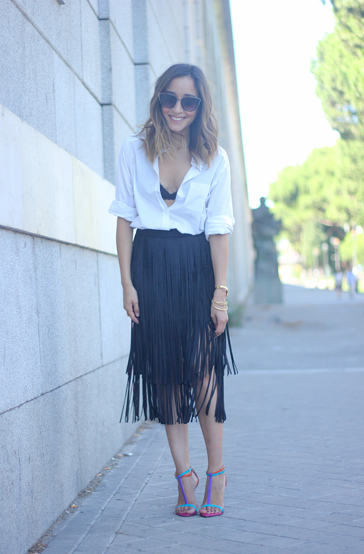 Fringed Black Skirt White Shirt Outfit Carolina Herrera Sandals09
