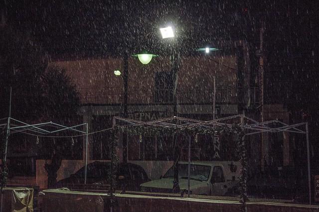 Χιονόνερο τα ξημερώματα στην Ψίνθο