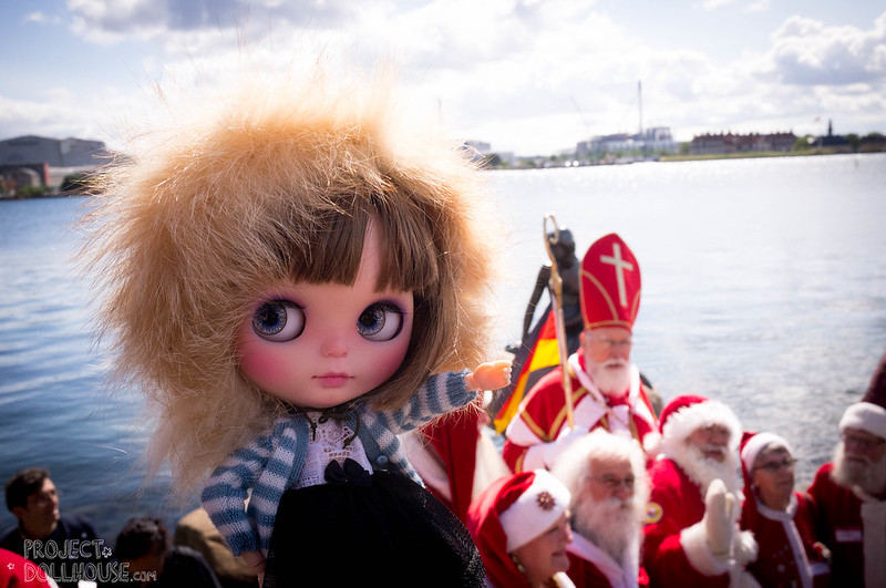 Nori crashes the World Santa Claus Congress