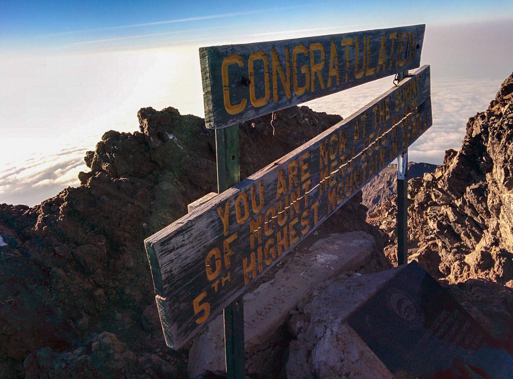 Socialist Peak (4.500m) - 3. Tag Mount Meru Tour zur Akklimatisierung. Tansania - Kilimanjaro Kraterschläfer Expedition 2016, Wikinger Reisen