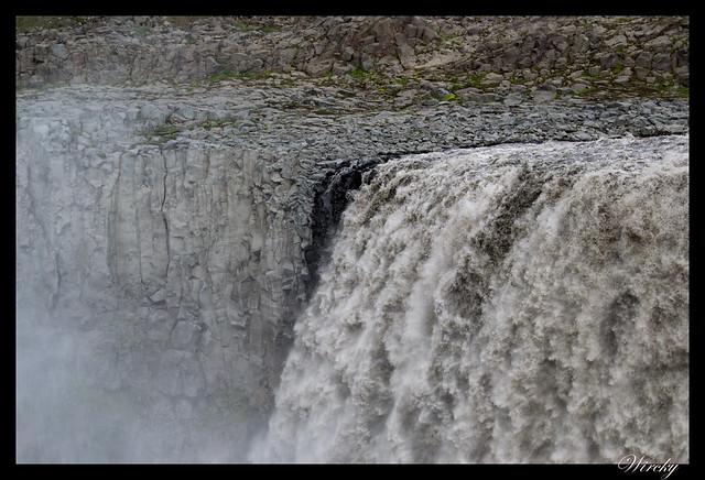 Agua cayendo de cascada Dettifoss