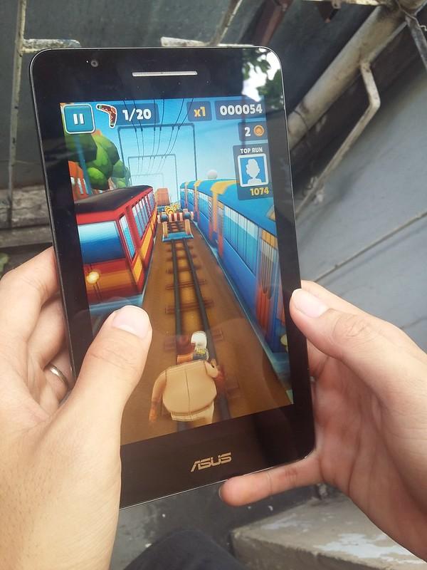 Trải nghiệm chơi game giải trí cùng Asus Fonepad FE171CG - 85099