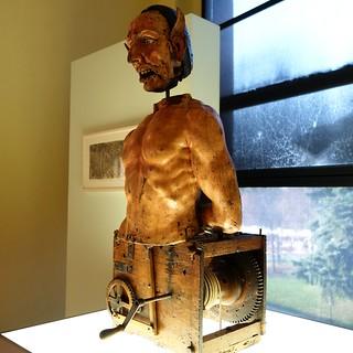 תמונה של Sforza Castle ליד Milano. italy milan lombardart automaton christ devil castellosforzesco pinacoteca sforzacastle wood sculpture carving