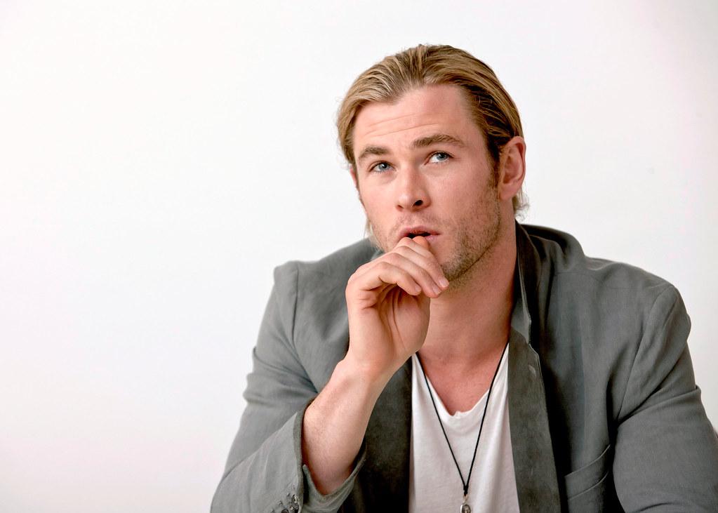 Крис Хемсворт — Пресс-конференция «Мстители» 2012 – 43