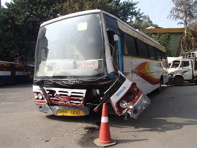 印度 交通事故 - naniyuutorimannen - 您说什么!