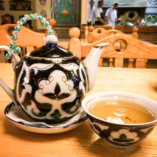 Uzbek style tea set in Moscow, Russia モスクワ、ウズベク料理店のチャイセット