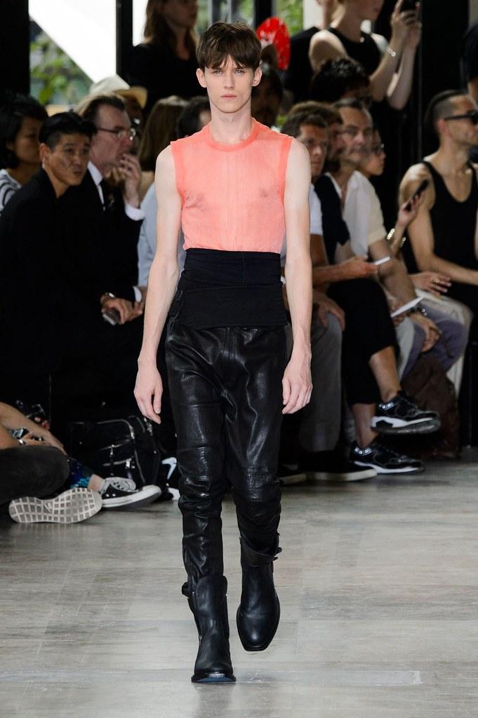 Yulian Antukh(Antuh)3198_SS16 Paris Ann Demeulemeester(fashionising.com)