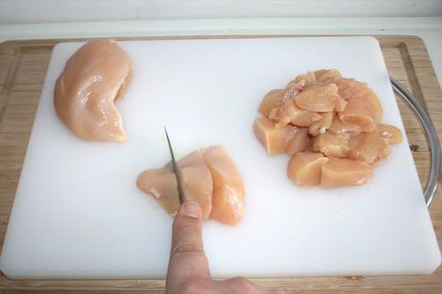 18 - Hähnchenbrust würfeln / Dice chicken breasts