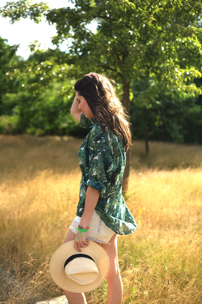 casual summer outfit in banana leaf print blouse