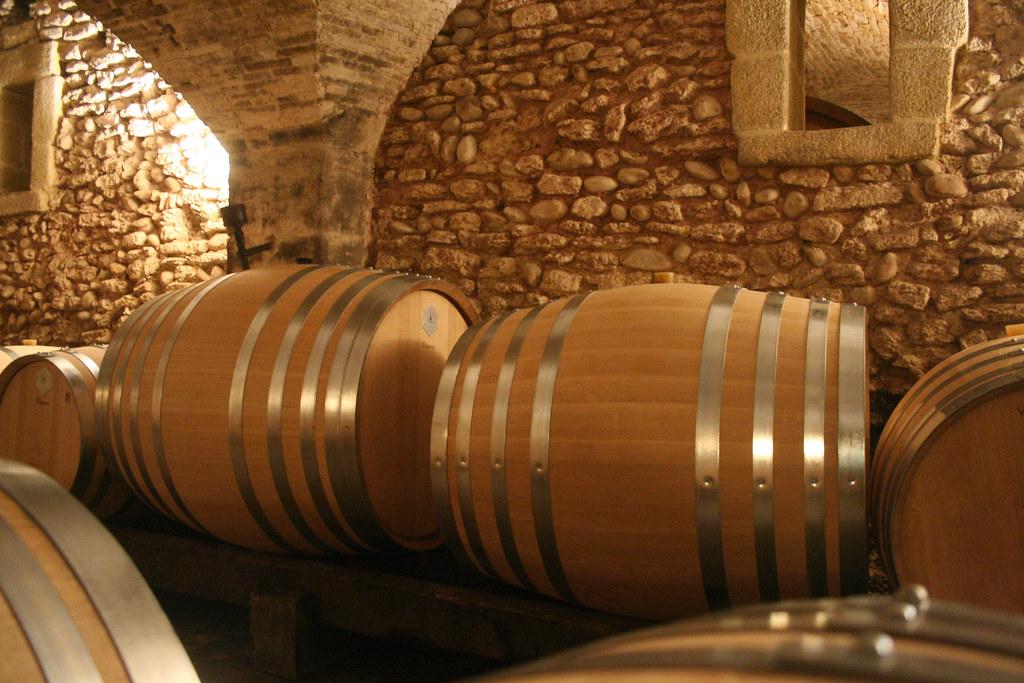 Stora vinfat Chateau La Nerthe i Châteauneuf-du-Pape
