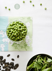 Fresh green peas pesto with lovage and pumpkin see…
