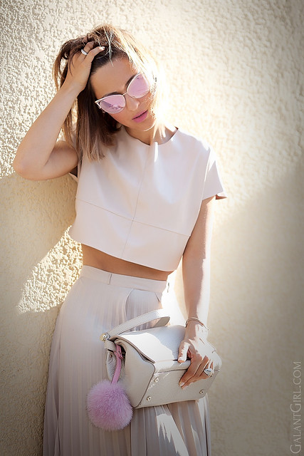 nude-dress-with-pops-of-pink-for-hot-summer-fashion-blogger-galant-girl