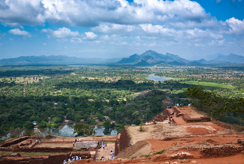world leica heritage rock landscape site asia asien king view district 28mm central lion himmel wolken kingdom m unesco sri lanka summicron m8 monolith landschaft province ausblick weltkulturerbe felsen sigiriya sigirya löwenfelsen sygiria sigiria matale kasyapa සීගිරිය சிகிரியா