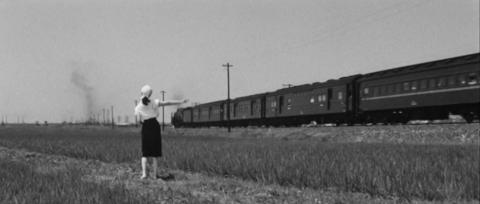11−峰山(郡山)に向かって東北本線の列車が走り去る