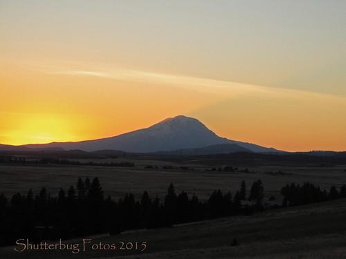 light sunset sun mountain mountains evening dusk