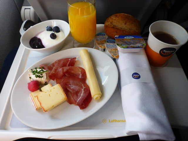 201507013 LH96 FRA-MUC breakfast, Panasonic DMC-FX550