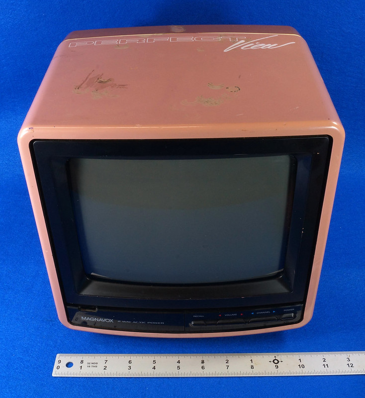 RD14657 Vintage Magnavox Color Tube TV Perfect View 9 inch DSC08571