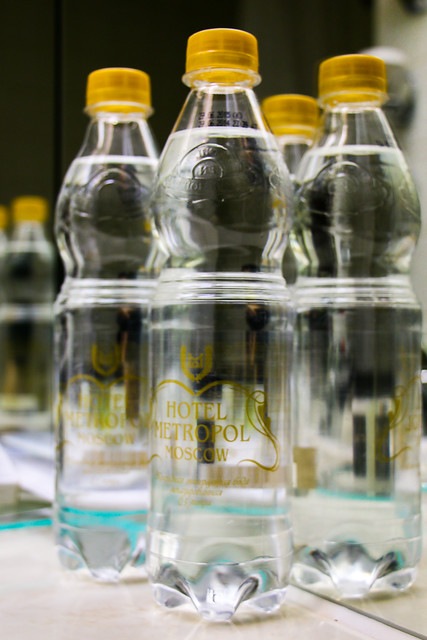 Bottled mineral water in the room, Hotel Metropol Moscow, Russia モスクワ、ホテル・メトロポールの無料の水