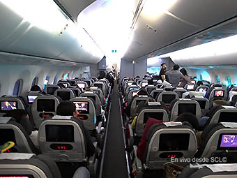 Avianca B787-8 interior (RD)