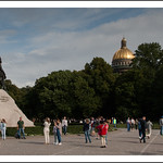 Devant la statue de Pierre-le-Grand