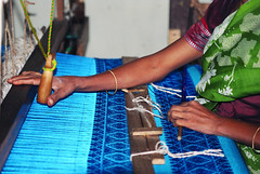 Using the handloom to create silk fabrics