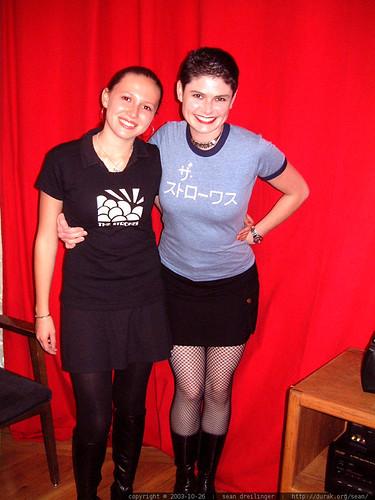 punk rock girls   post strokes concert   dscf6878