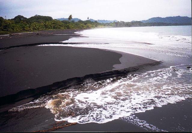 Playa negra playa negra costa rica black sand beach for Black sand beaches costa rica