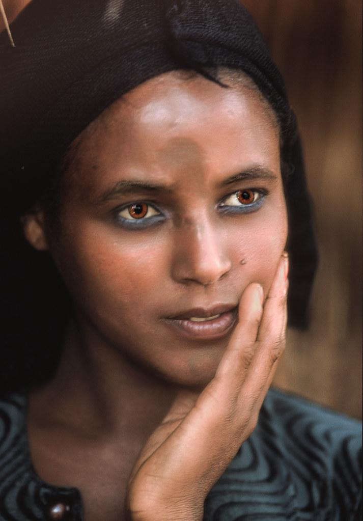 ethiopian woman along the road between nekemte and