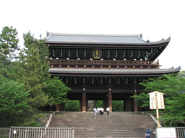 Chion-in main gate