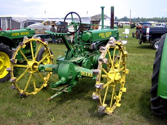 machine, vehicle, agricultural machinery, land vehicle, tractor,