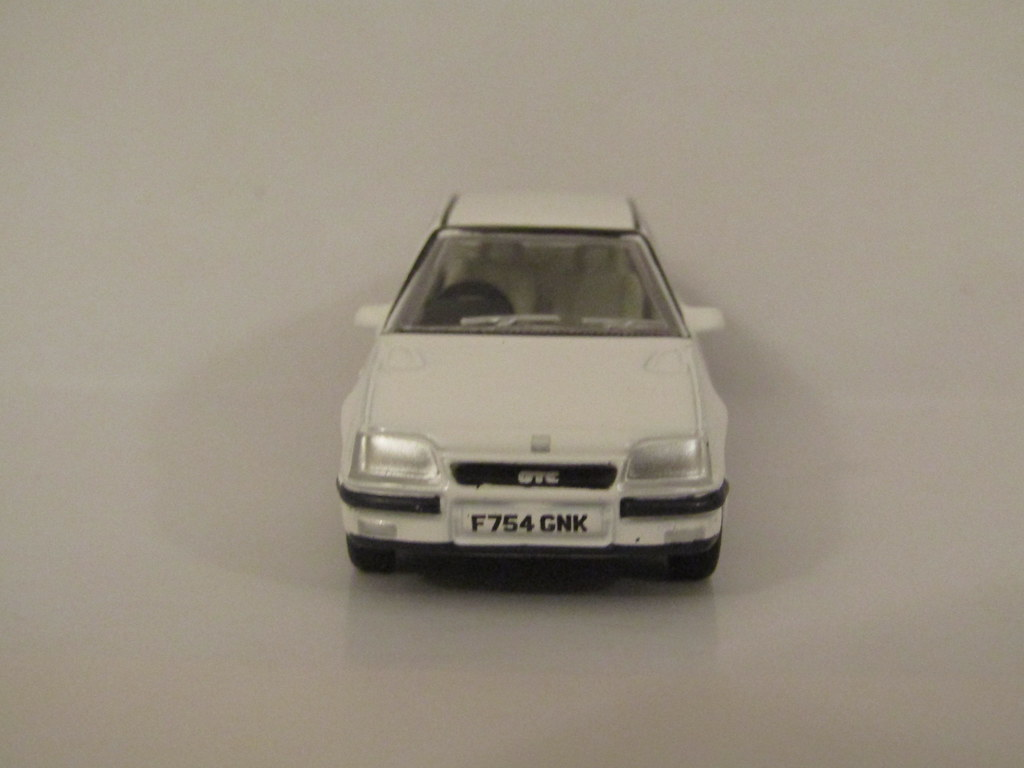 White Model Cars Oxford Diecast Vauxhall Astra