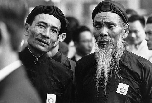 Faces Of Saigon 1968 - Hai bô lão Phật Giáo Hòa Hảo