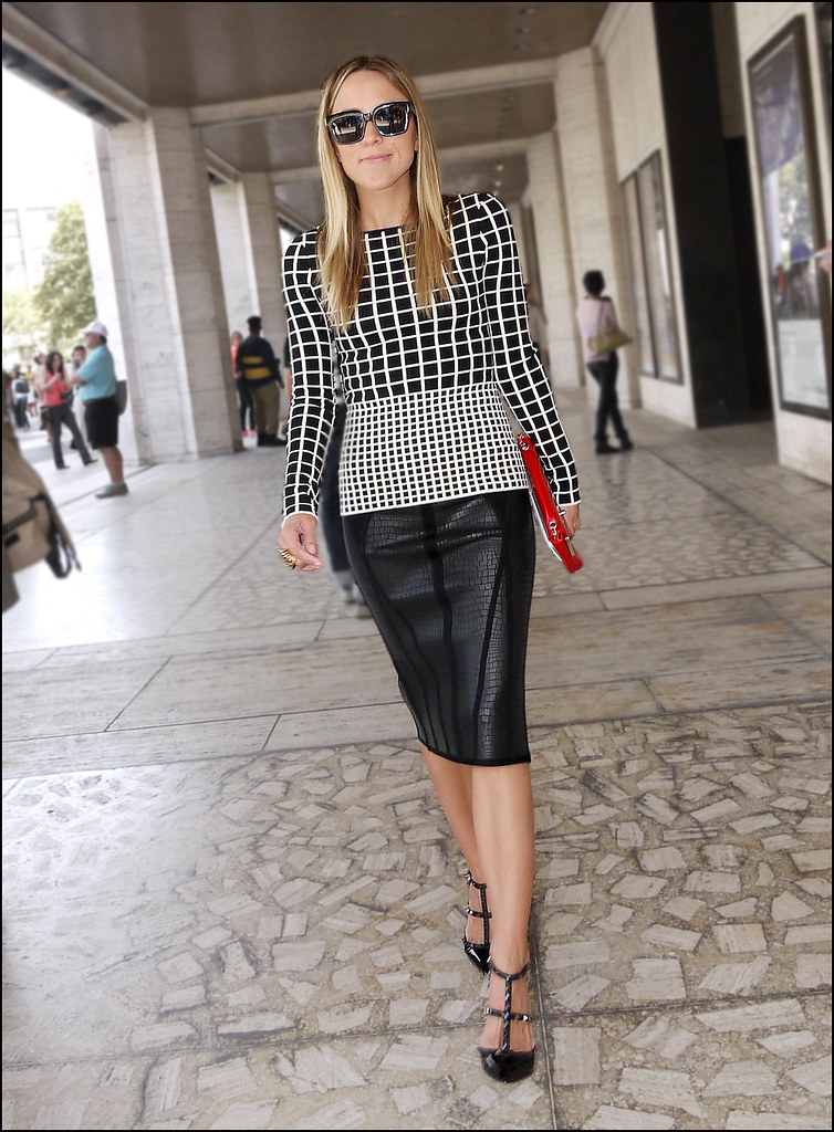 SS7-15 7w black and white graph print top long black pencil skirt.