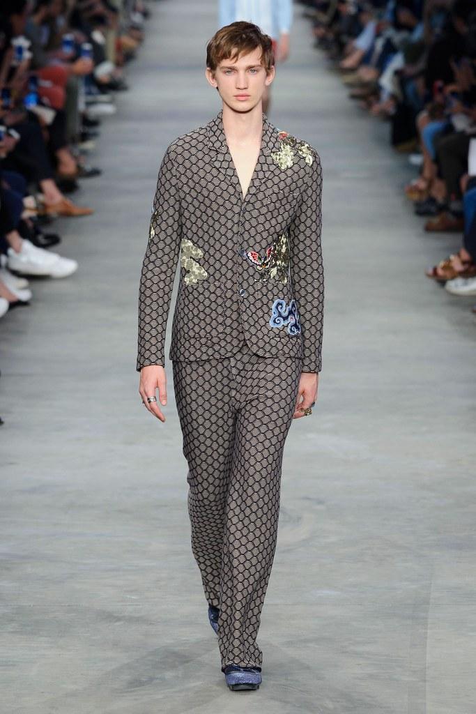 Eugen Ivanov3071_SS16 Milan Gucci(fashionising.com)