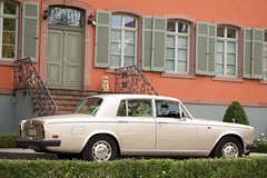 rolls-royce corniche(0.0), convertible(0.0), automobile(1.0), rolls-royce(1.0), executive car(1.0), family car(1.0), vehicle(1.0), rolls-royce silver shadow(1.0), bentley t-series(1.0), compact car(1.0), antique car(1.0), sedan(1.0), vintage car(1.0), land vehicle(1.0), luxury vehicle(1.0),