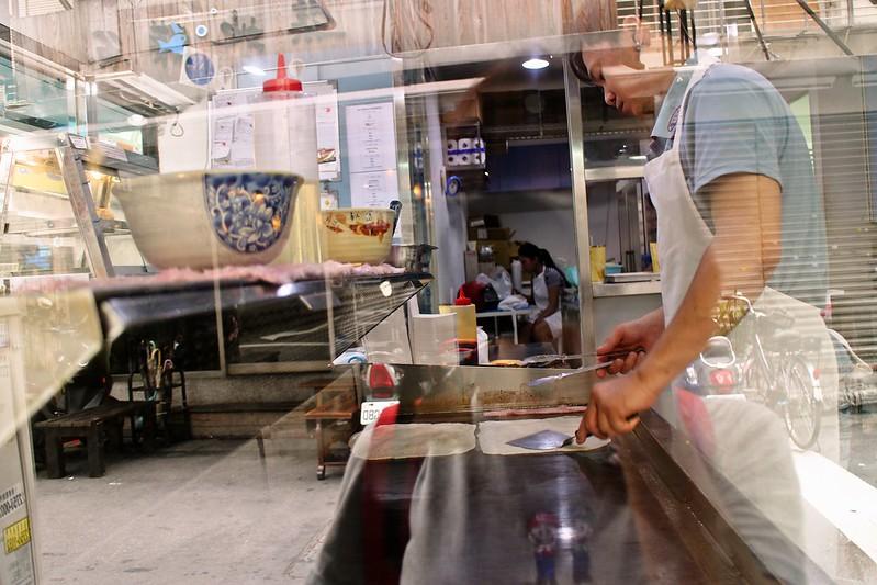【台北美食。國父紀念館附近】Box巴克斯手工蛋餅,經典蛋餅套餐(高麗菜、培根、起司),好好吃的蛋餅(附Box巴克斯蛋餅菜單)