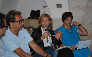Rutigliano-La Buona Scuola- Presenti il parlamentare barese del Pd Dario Ginefra, i dirigenti scolastici Prof.ssa Margherita Manghisi e Prof.ssa Angela  (2)