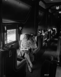 Canadian National Railways (CNR) sleeping car interior / La cabine d'une voiture lits de la société Canadian National Railways