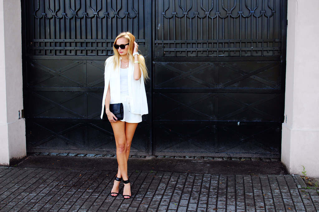 black-white-and-gold-summer-outfit