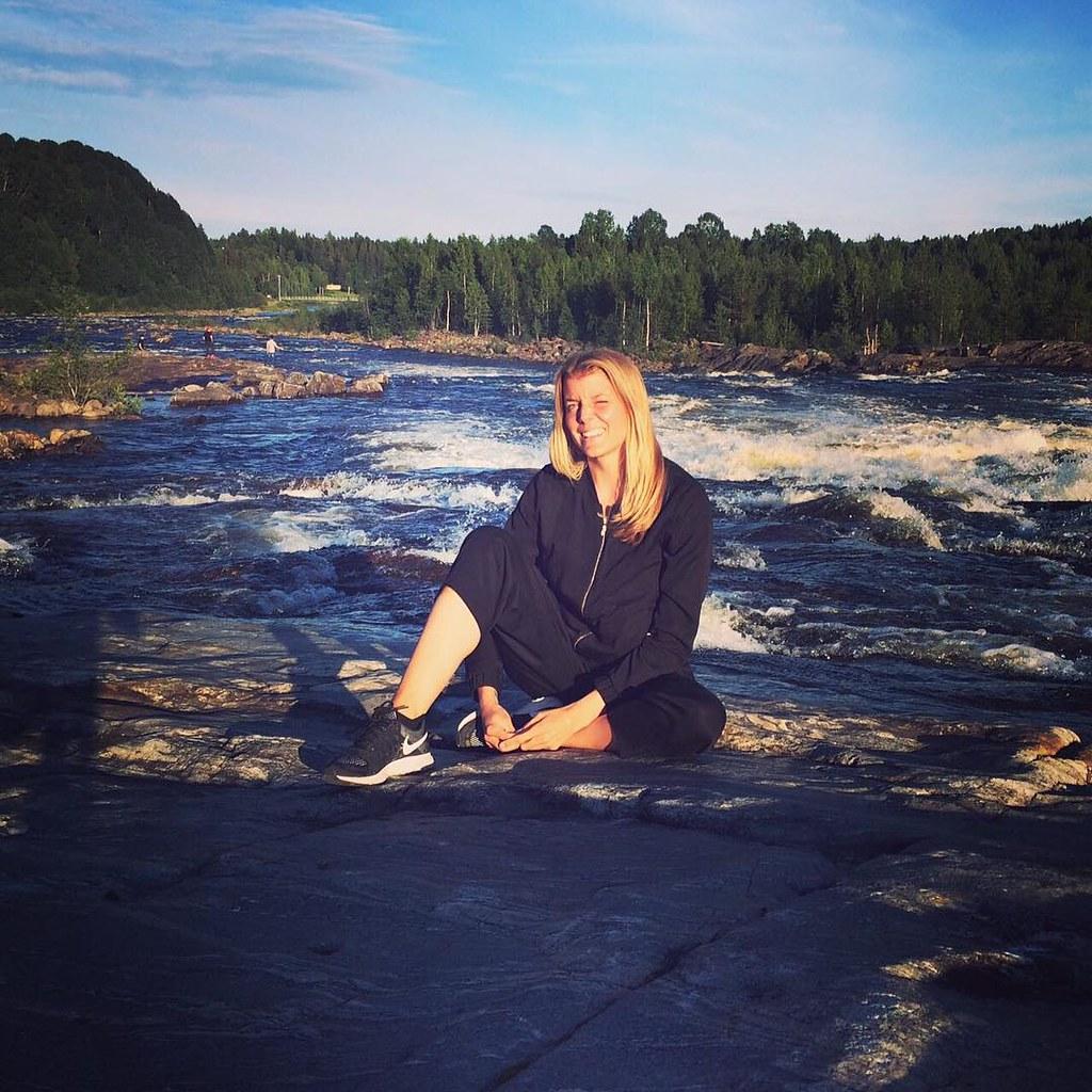 Borde inte forsen vid Baggböle vara perfekta platsen att yoga på?