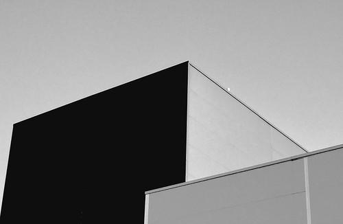 #blackandwhitephotography #bw #bnw #noir #geometry #arquitectura #blackandwhite #blackonblack #streetart #streetphotography