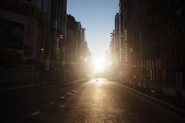 煩悩 [機材沼] : 新宿の朝(4)