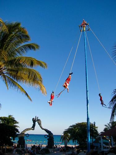 Voladores de Papantla. Playa del Carmen