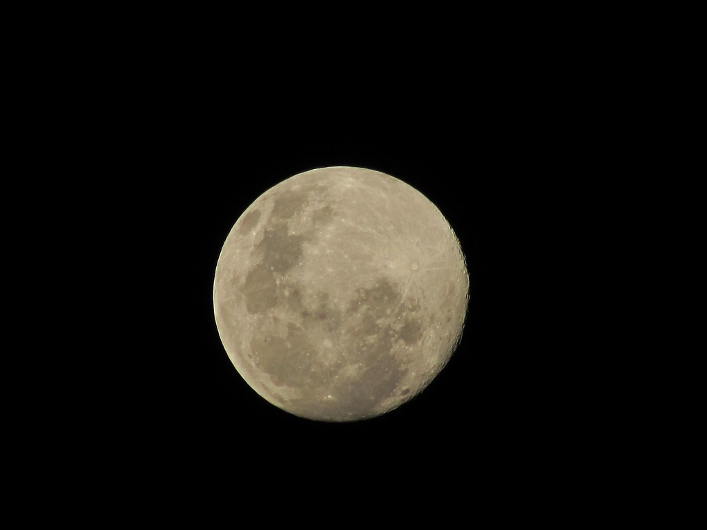 Aylen Moon luna | aylen mansilla | flickr