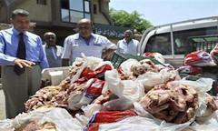 وزارة الصحة في بنغازي تحذر من تفشي الامراض بسبب اللحوم الكاسدة في ميناء المدينة المغلق