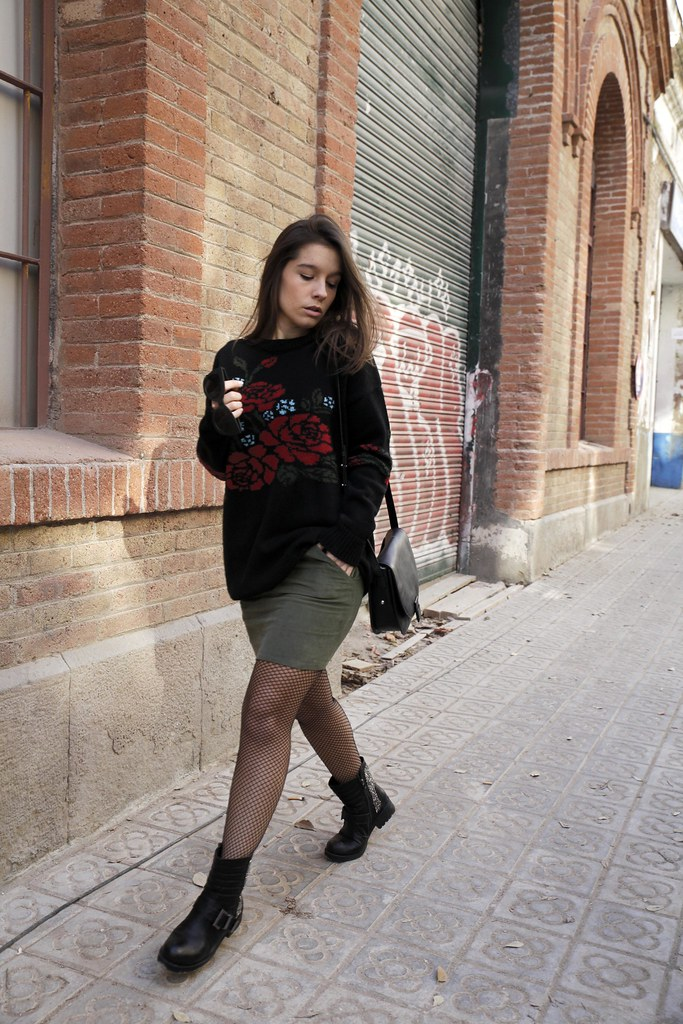 016_Flowers_sweater_streetstyle_barcelona_with_RÜGA