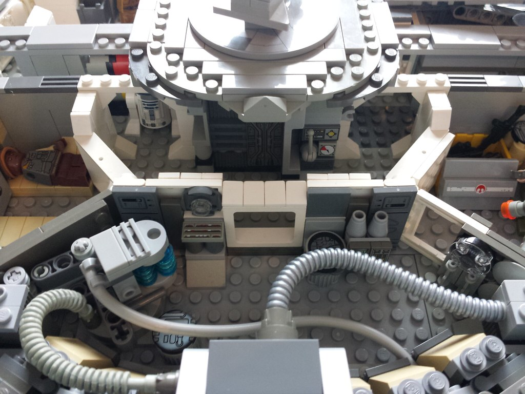 Lego Millennium Falcon interior engine room 1