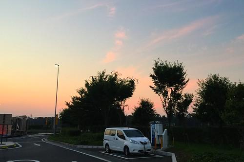 圏央道 狭山PA(内回り)で急速充電中の日産 e-NV200